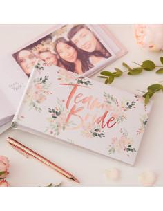 livre-photo-enterrement-vie-de-jeune-fille-team-bride-fleurs-accessoire-evjf