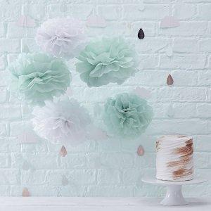 baby-shower-theme-vert-menthe-pompons-vert-menthe-blanc