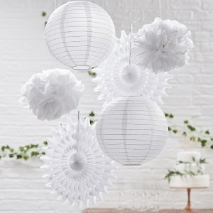 pompons-lampions-baby-shower-decoration-baby-shower-rosaces-blanches