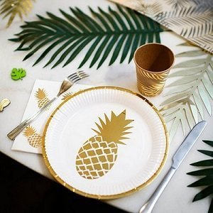 anniversaire-adulte-theme-blanc-or-assiettes-ananas-dores