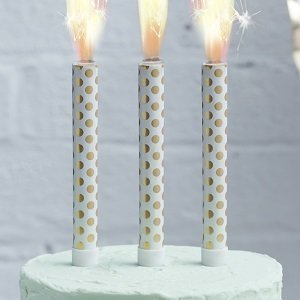 anniversaire-adulte-theme-blanc-or-bougies-fontaines