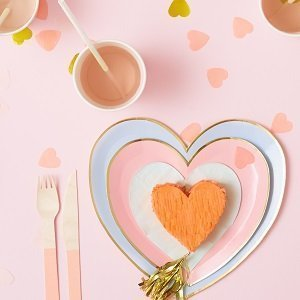anniversaire-adulte-theme-coeur-bisou-assiette-coeur