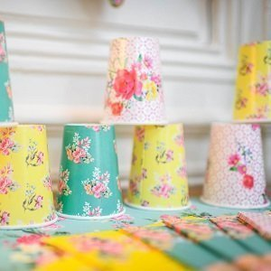 anniversaire-fille-theme-liberty-colore-deco-de-table-gobelets