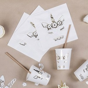 anniversaire-fille-theme-licorne-deco-de-table-blanc-or-theme-licorne-doree
