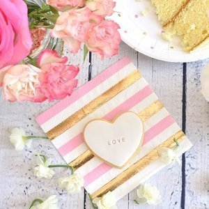 anniversaire-fille-theme-rose-et-or-deco-de-table-rose-et-or-serviettes-rose-et-or