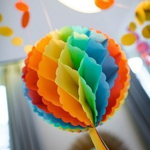 anniversaire-garcon-multicolore-deco-salle