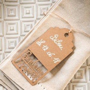 accessoires-decoration-table-bapteme-etiquettes-marque-place-kraft