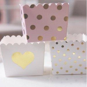 pots-pochettes-et-boites-deco-table-bapteme-pots-pois-coeur-dores
