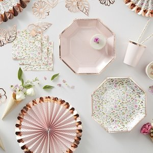 assiettes-bapteme-fille-garcon-decoration-de-table-bapteme-assiettes-fleurs-rose-gold
