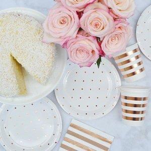 bapteme-fleurs-pastels-rose-gold-vaisselle-jetable-pois-rose-gold