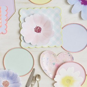 bapteme-pastel-deco-table-fleurs-meri-meri