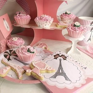anniversaire-fille-theme-paris-decoration-table